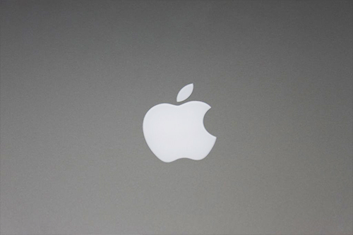 Apple MacBook Pro 2012 logo on top