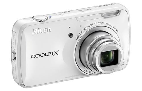 Белый Nikon Coolpix S800c