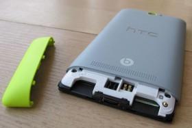 Слоты для карты памяти и microSIM-карты смартфона HTC 8S