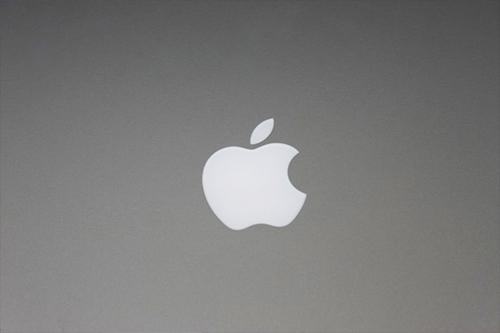 Apple MacBook Pro 2012 logo on top