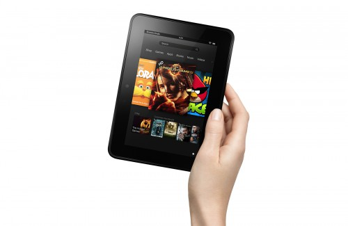 Планшет Kindle Fire HD 7 в руке